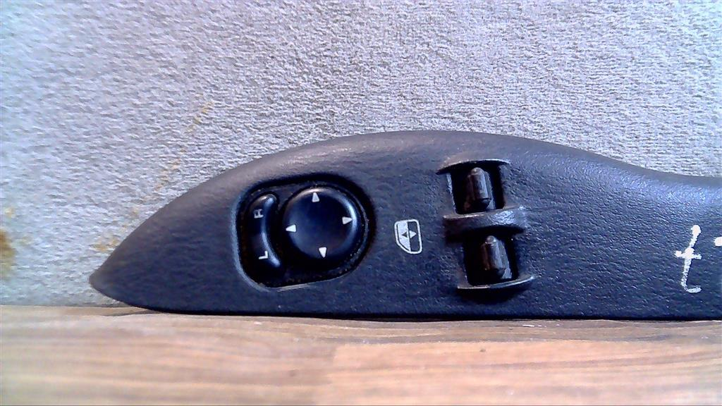 Кнопка стеклоподъемника   Фото 1